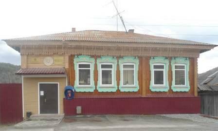 Здание в котором находится библиотека с. Сыростан
