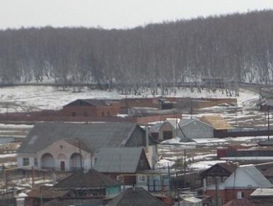 вид на село зимой. виден клуб
