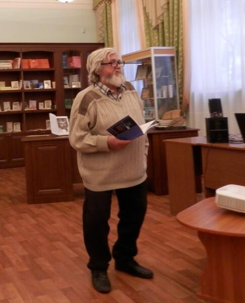 Олег Павлов подарил библиотеке несколько своих книг
